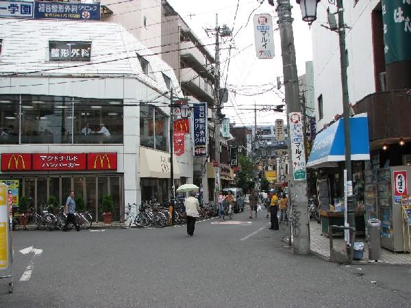 小さな駅前広場